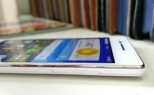 The metallic rim adds a premium look to the smartphone