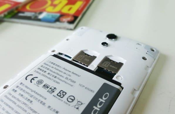 The 2000 mAh battery, dual SIM card and microSD card slots