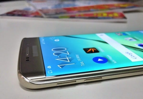 The edges and buttons on the S6 Edge feels premium and offer a good tactile feedback